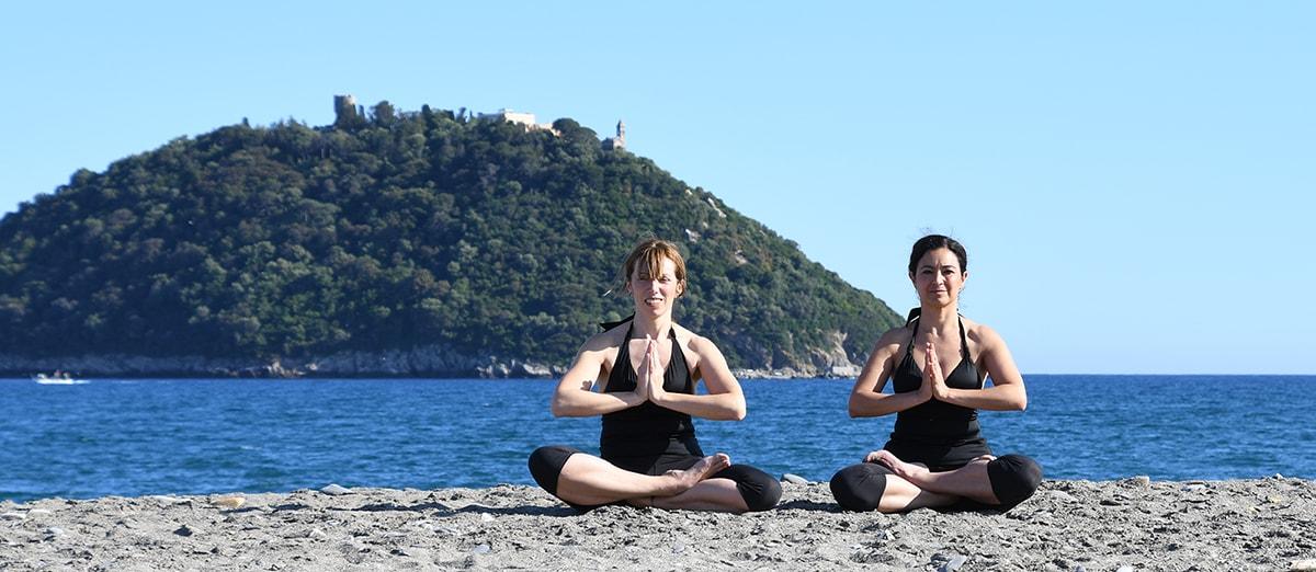 Yoga in spiaggia ad Albenga